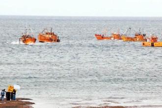 Febrero de 2010. La flota amarilla protestando frente a Caleta Olivia.