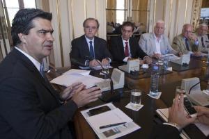 Revista Puerto - Capitanich se reunió con empresarios pesqueros
